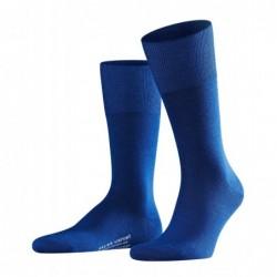 Κάλτσα Falke Airport μπλέ (royal blue) από παρθένο μαλλί merino στο εξωτερικό, και βαμβάκι στο εσωτερικό.